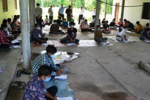 बेलबारीका टोल टोलमै बिद्यार्थी पढाउदै सामुदायिक बिद्यालय