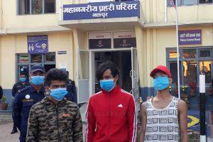 रत्नपार्कबाट किशोरी लगेर बसभित्र सामुहिक बलात्कार गर्ने युवा झापामा पक्राउ